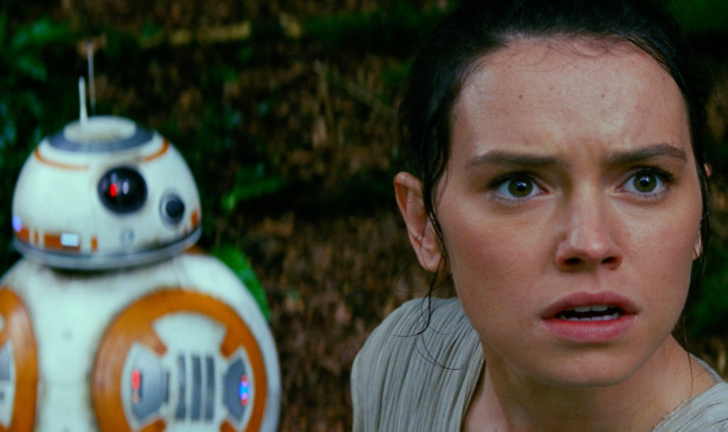 (l-r) BB-8 and Rey (Daisy Ridley) in STAR WARS: THE FORCE AWAKENS. ©Lucasfilm Ltd. & TM. All Right Reserved.